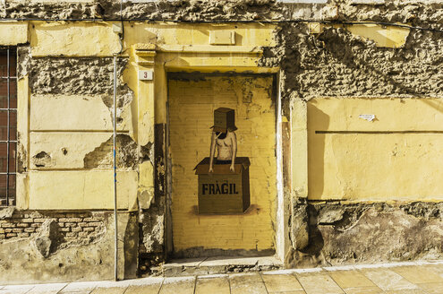 Spain, Andalusia, Malaga, Graffiti, male likeness in cardboard box, fragil - THA001279