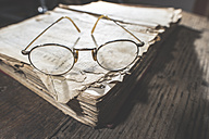 Vintage glasses and old book - DEGF000382