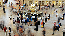 USA, New York City, Manhattan, people moving in Grand Central Terminal - GEM000114