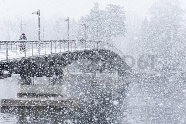 Germany, Baden-Wuerttemberg, Constance, Snowfall, Cycle bridge over Lake Rhine - KEBF000049