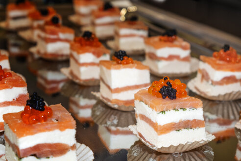 Salmon pralines with two sorts of caviar - HAMF000001