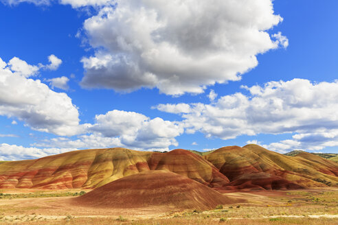 USA, Oregon, John Day Fossil Beds National Monument, Painted Hills - FOF007814