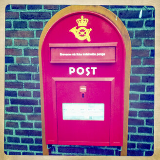 Denmark, Copenhagen, red mail box - JUN000270
