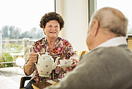 Senior couple drinking coffee at home - UUF003555