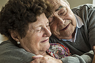 Happy senior couple head to head - UUF003570