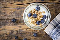 Yogurt with granola and blueberries - LVF003057
