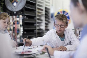 Kids in art class at school - ZEF005961