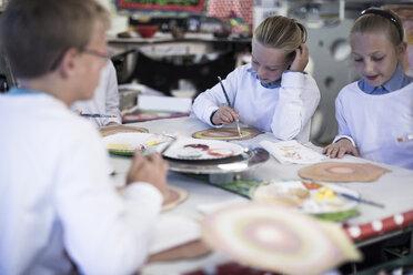 Kids in art class at school - ZEF005964