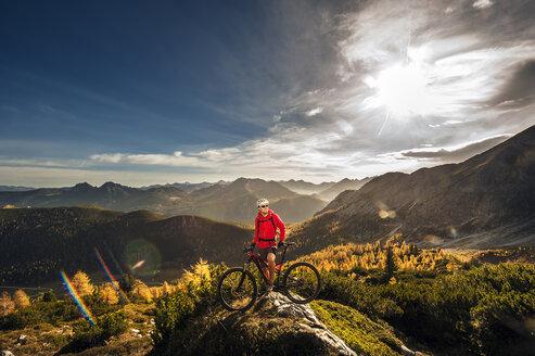 Austria, Altenmarkt-Zauchensee, young man with mountain bike at Low Tauern - HHF005278