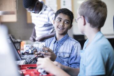 Schoolboys in robotics class talking - ZEF006090