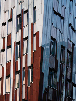 Germany, Hamburg, detail of modern office building at Hafencity - KRPF001375