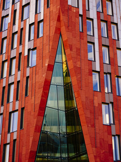 Germany, Hamburg, detail of modern office building at Hafencity - KRPF001376