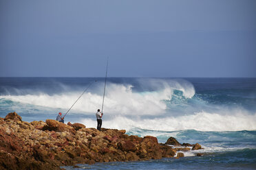Portugal, Algarve, Sagres, two angler at Bodeira Beach - MR001530