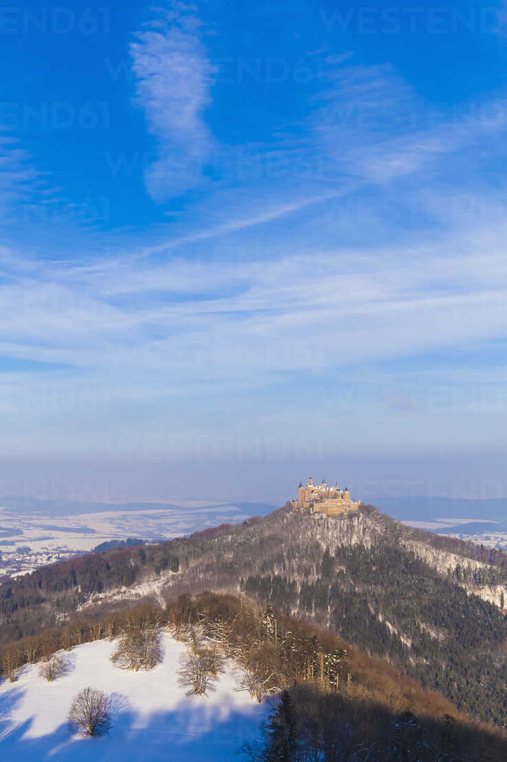 Germany, Baden-Wuerttemberg, View to Hohenzollern Castle in winter - WDF002991 - Werner Dieterich/Westend61