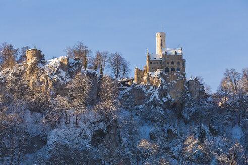 Germany, Baden Wuerttemberg, View of Lichtenstein Castle near Honau in winter - WDF002994