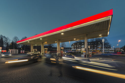 Germany, Grevenbroich, petrol station at blue hour - FRF000221