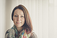 Portrait of smiling brunette woman - FRF000222