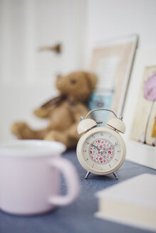 Floral pattern alarm clock on night table in girl's room - LSF000009