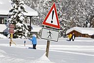 Germany, Bavaria, Upper Bavaria, Chiemgau, Reit im Winkl, Traffic sign, Caution cross-country skier - SIEF006536