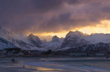 Norway, Lofoten, view to Ramberg at sunset - MKFF000185