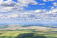 USA, Idaho, Palouse, wind park, grain fields - FOF007927