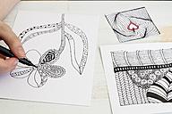 Hand drawing Zentangle motifs - CMF000235