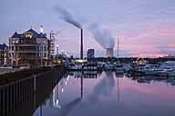 Germany, North Rhine-Westphalia, Bergkamen, Ruenthe, Harbour, Bergkamen Power Station Datteln-Hamm Canal in the evening - WIF001606
