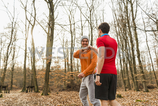 Two sportive young men in forest - UUF003737 - Uwe Umstätter/Westend61
