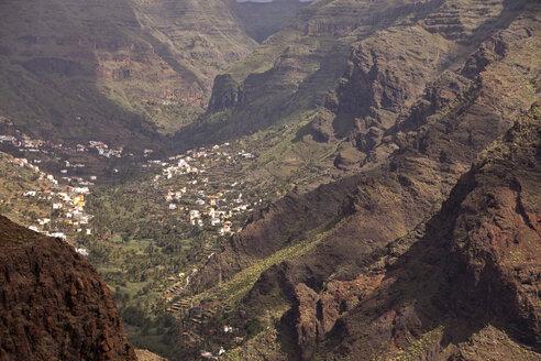 Spain, Canary Islands, La Gomera, Valle Gran Rey, View to mountain village - PCF000115
