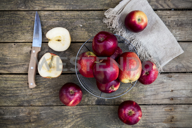 Red apples in basket on dark wood - SARF001579