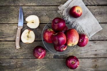 Red apples in basket on dark wood - SARF001579