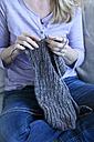 Woman knitting - MAEF010028