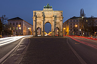 Germany, Munich, view to lighted victory gate - KEBF000093