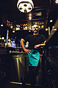 Waiter in an Irish pub - MBEF001398