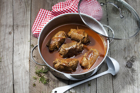 Beef roulades with sauce in stew pot - CSF025112