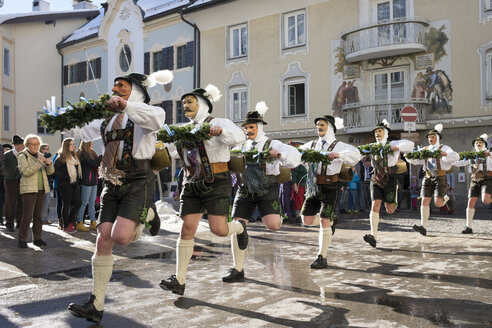 Germany, Bavaria, Mittenwald, traditional carnival procession - SIE006552