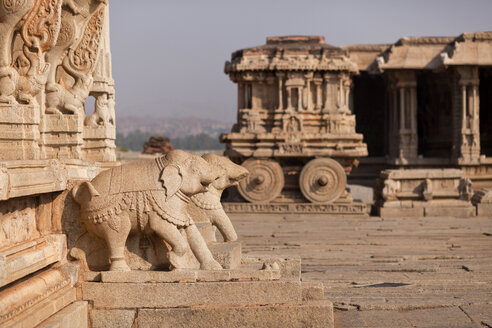 India, Karnataka, Stone Chariot and elephant figures at Vittala Temple in Hampi - PCF000127