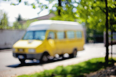 Italy, Lombardy, Milan, school bus, blurred - LSF000036