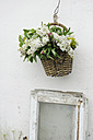 Lilac and peonies in a basket - GISF000088