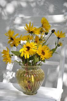 Jerusalem artichoke flowers in vase - GISF000093