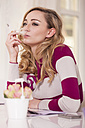 Portrait of smoking blond woman - JUNF000283