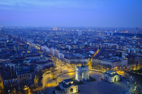 Italy, Milan, cityscape with Arco della Pace in the evening - HAMF000014