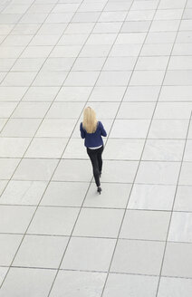 Businesswoman walking - BFRF001056