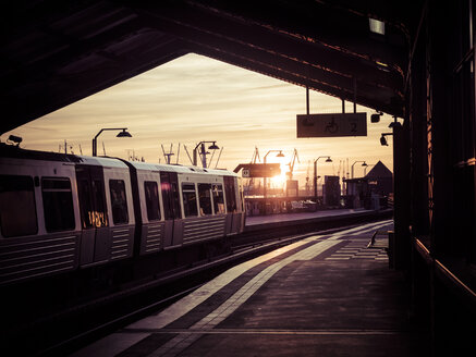 Germany, Hamburg, underground station Baumwall at sunset - KRP001415