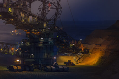 Germany, Grevenbroich, brown coal mining Garzweiler, Bucket-wheel excavator at night - FR000230