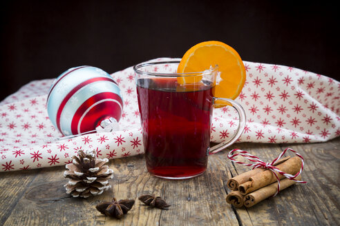 Glass of mulled wine, christmas bauble, cloth, cinnamon sticks and cinnamon stars - LVF003120