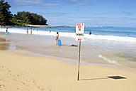 USA, Hawaii, Hanalei, no swimming sign at Tunnels Beach, Haena Beach - BRF001134