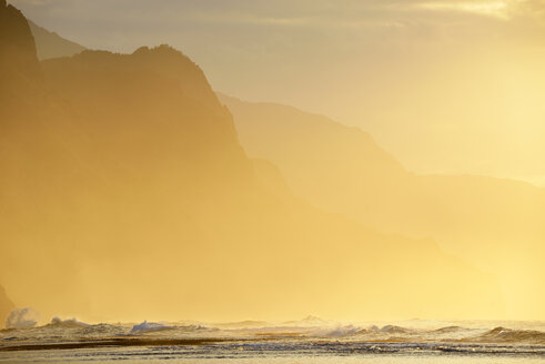 USA, Hawaii, Hanalei, Sunset at Kee Beach and view to Na Pali Coast - BRF001144