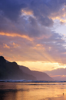 USA, Hawaii, Hanalei, Sunset at Kee Beach and view to Na Pali Coast - BRF001149