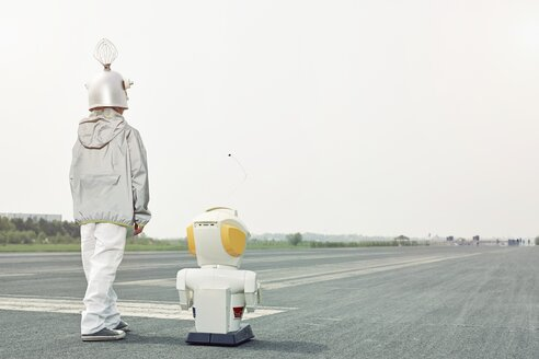 Boy dressed up as spaceman with robot - EDF000157